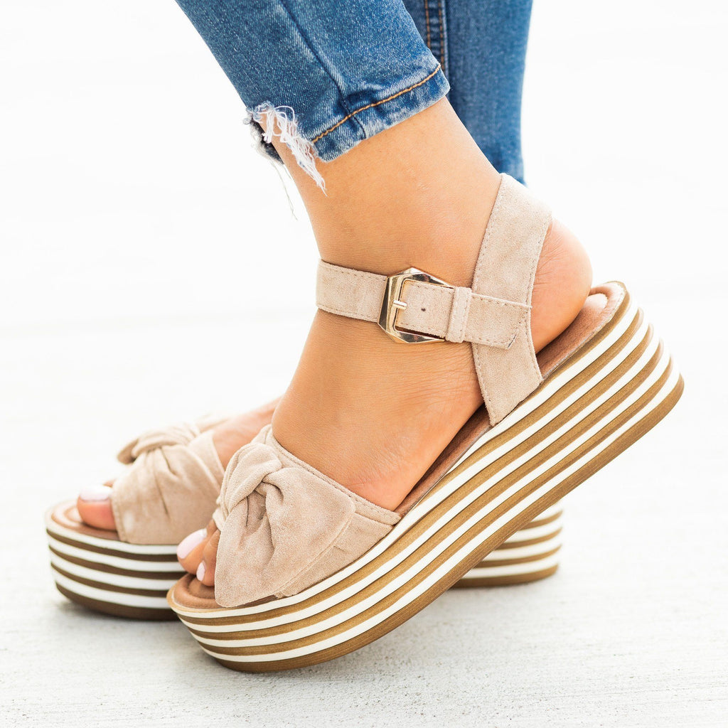 Womens Beautiful Bow Tie Stacked Flatform Wedges - Nature Breeze - Beige / 5