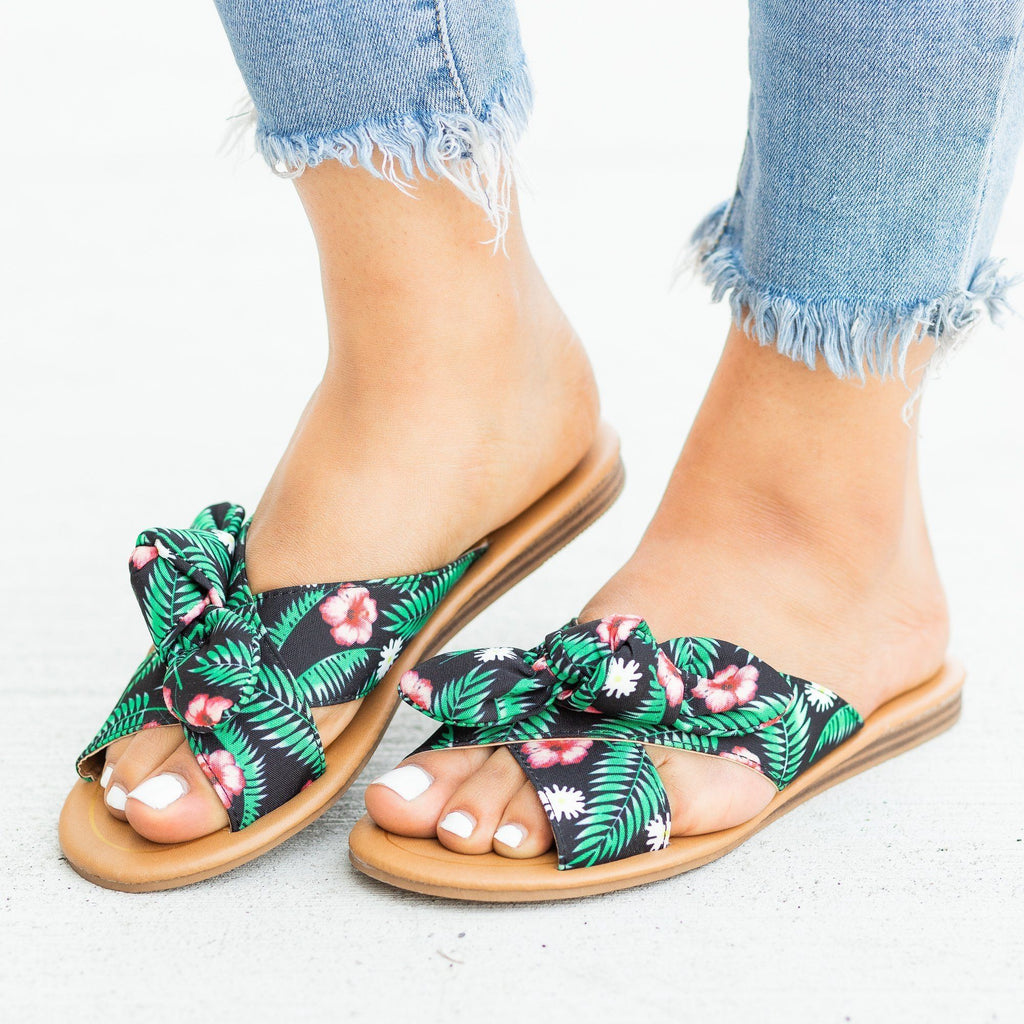 Womens Beautiful Printed Bow Slip-On Sandals - Qupid Shoes