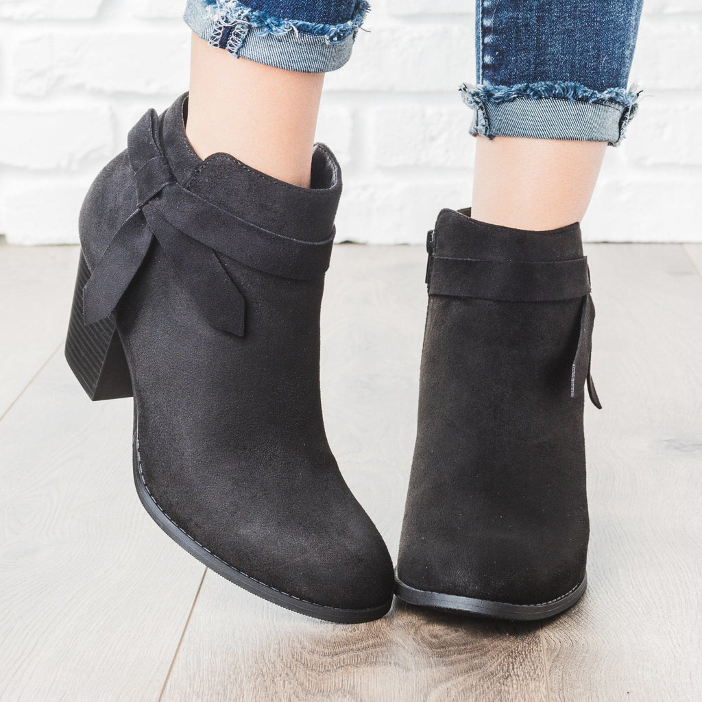 Womens Beautiful Side Knot Bootie - City Classified Shoes - Black / 5
