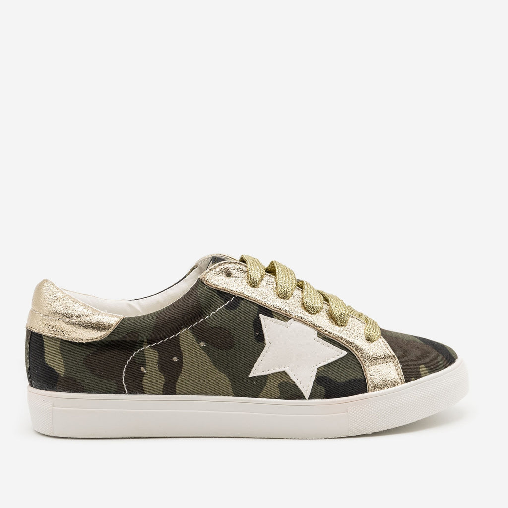 Women's Camo Star Decal Fashion Sneakers - Forever - Camouflage / 5