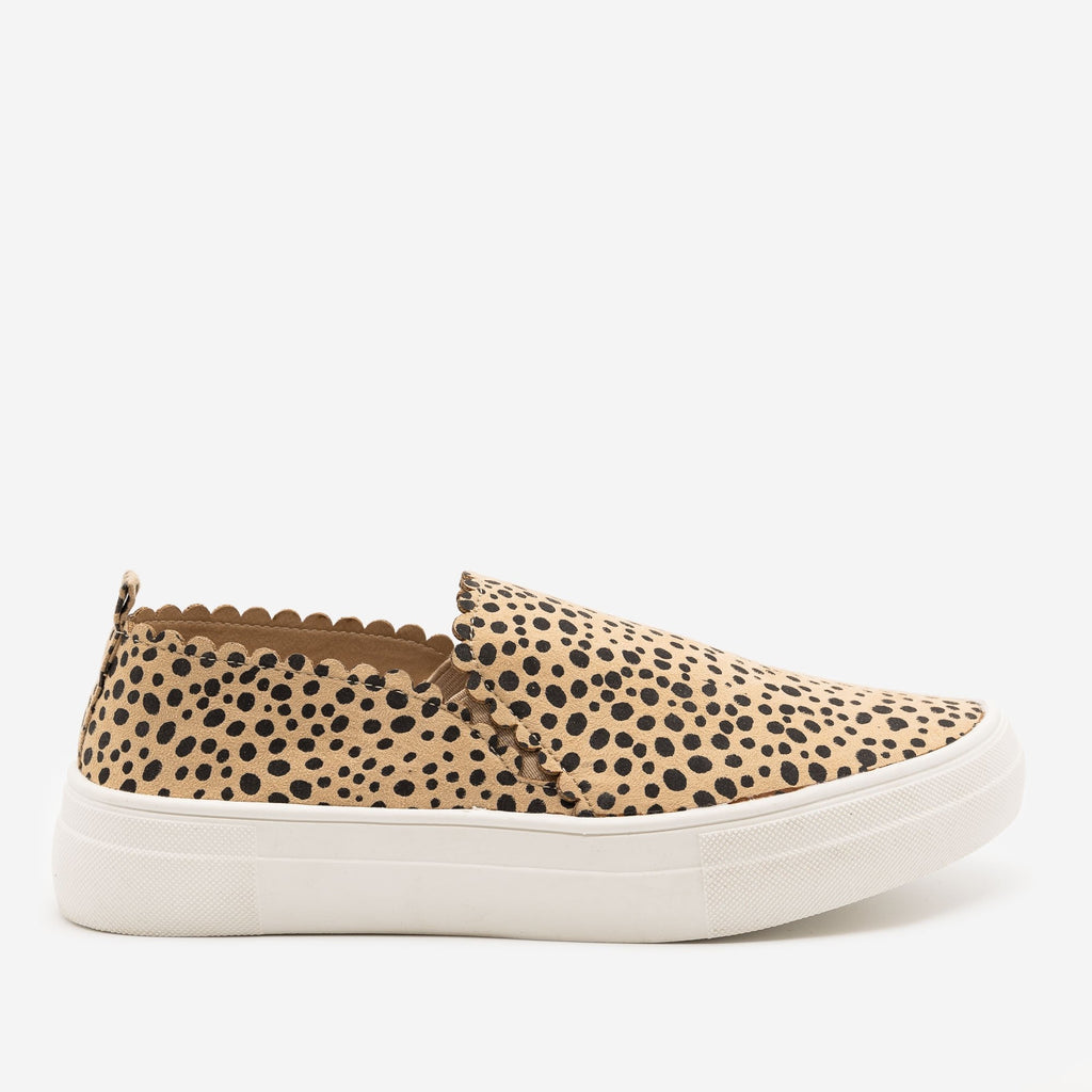 Women's Cheetah Print Scalloped Edge Sneakers - Mata - Cheetah / 5