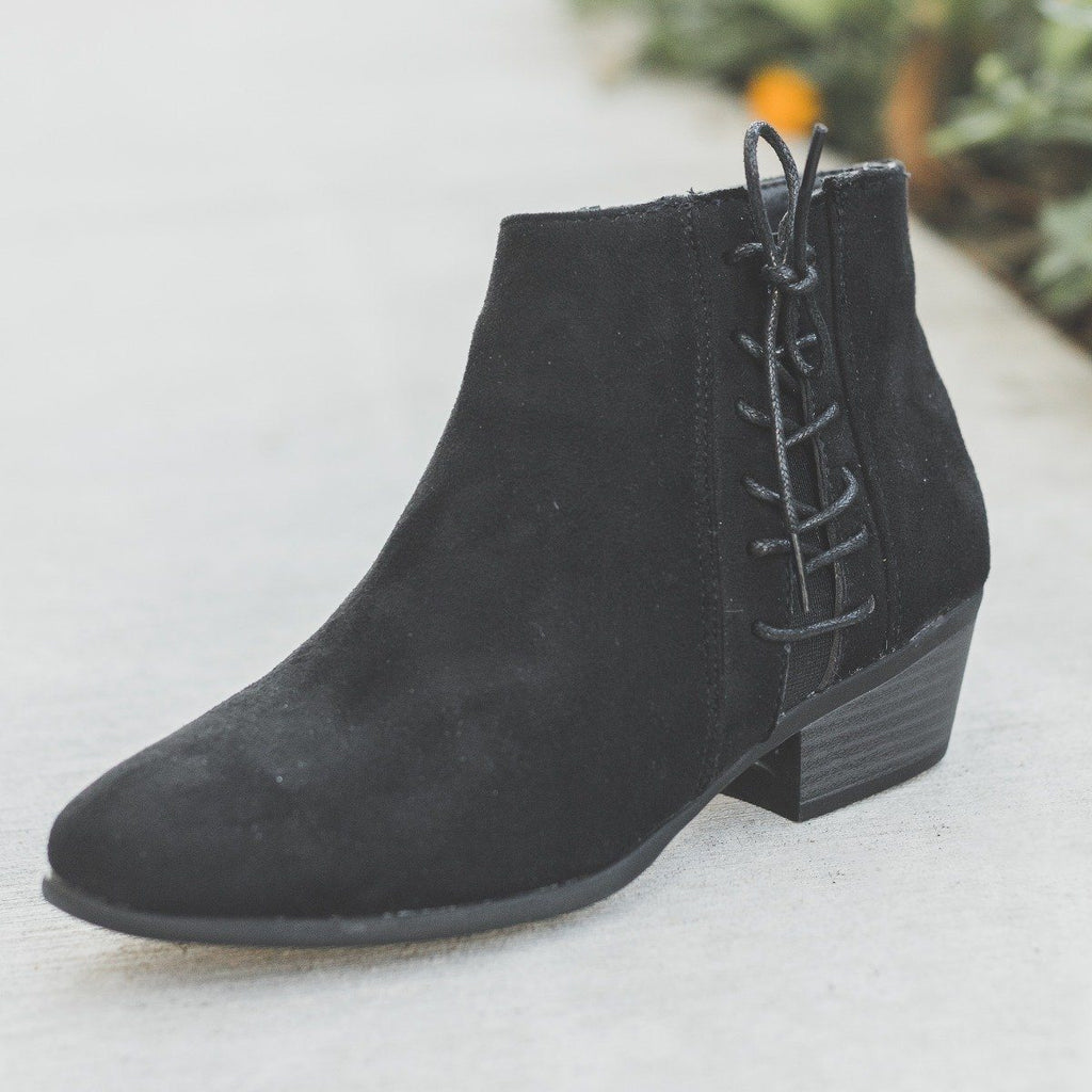 Womens Chic Lace-Up Fall Booties - Refresh - Black / 5
