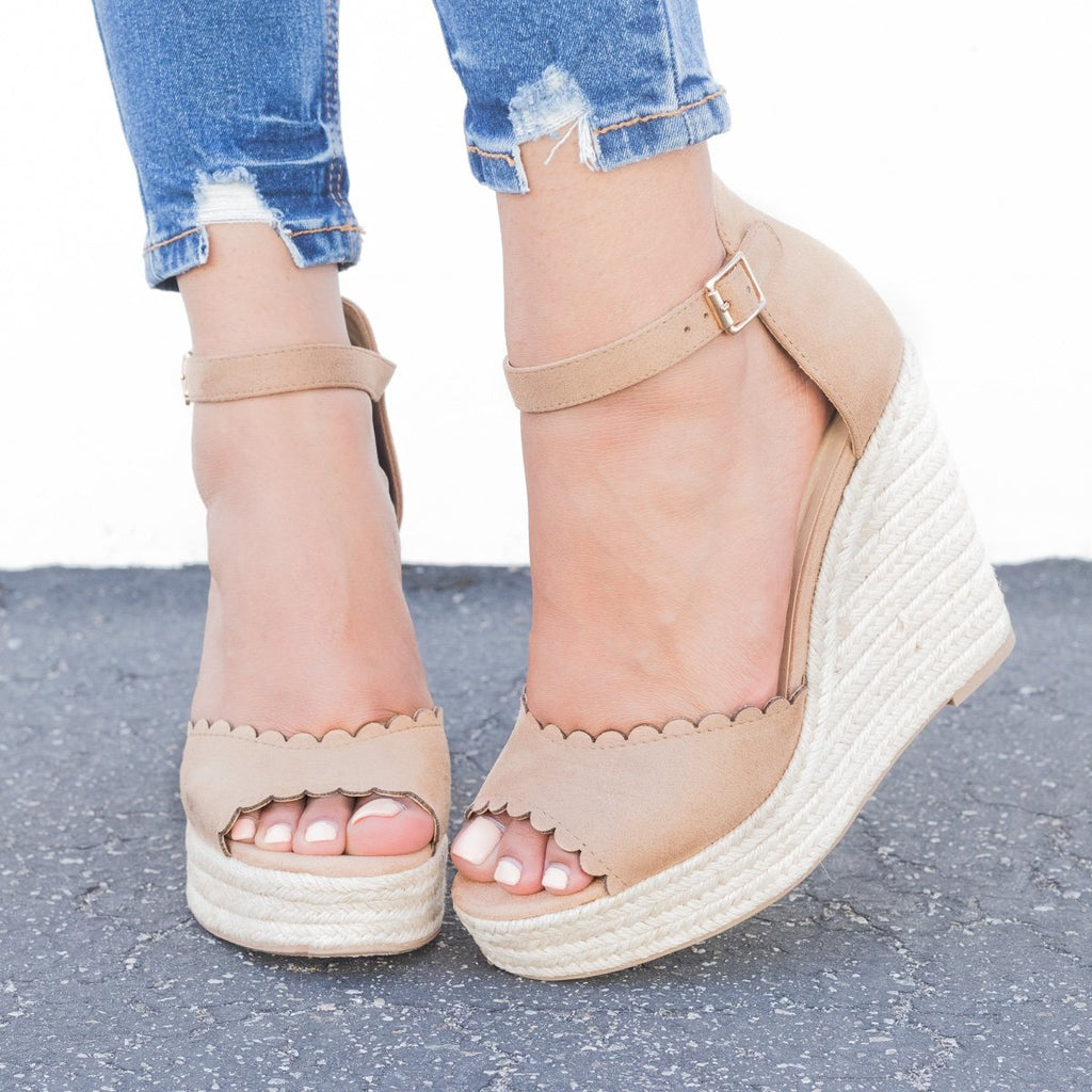 Womens Chic Scalloped Espadrille Wedges - Delicious Shoes - Camel / 5