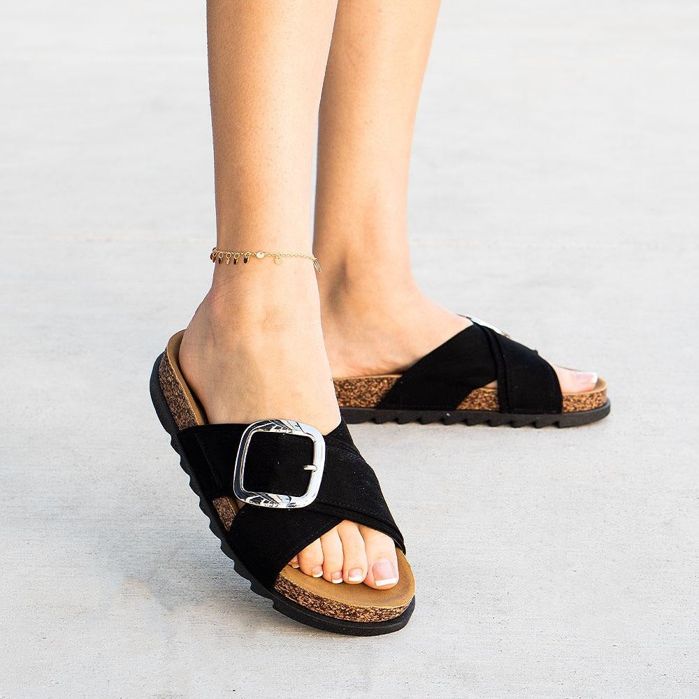 Women's Cindy Criss Cross Slides - Yoki - Black / 5