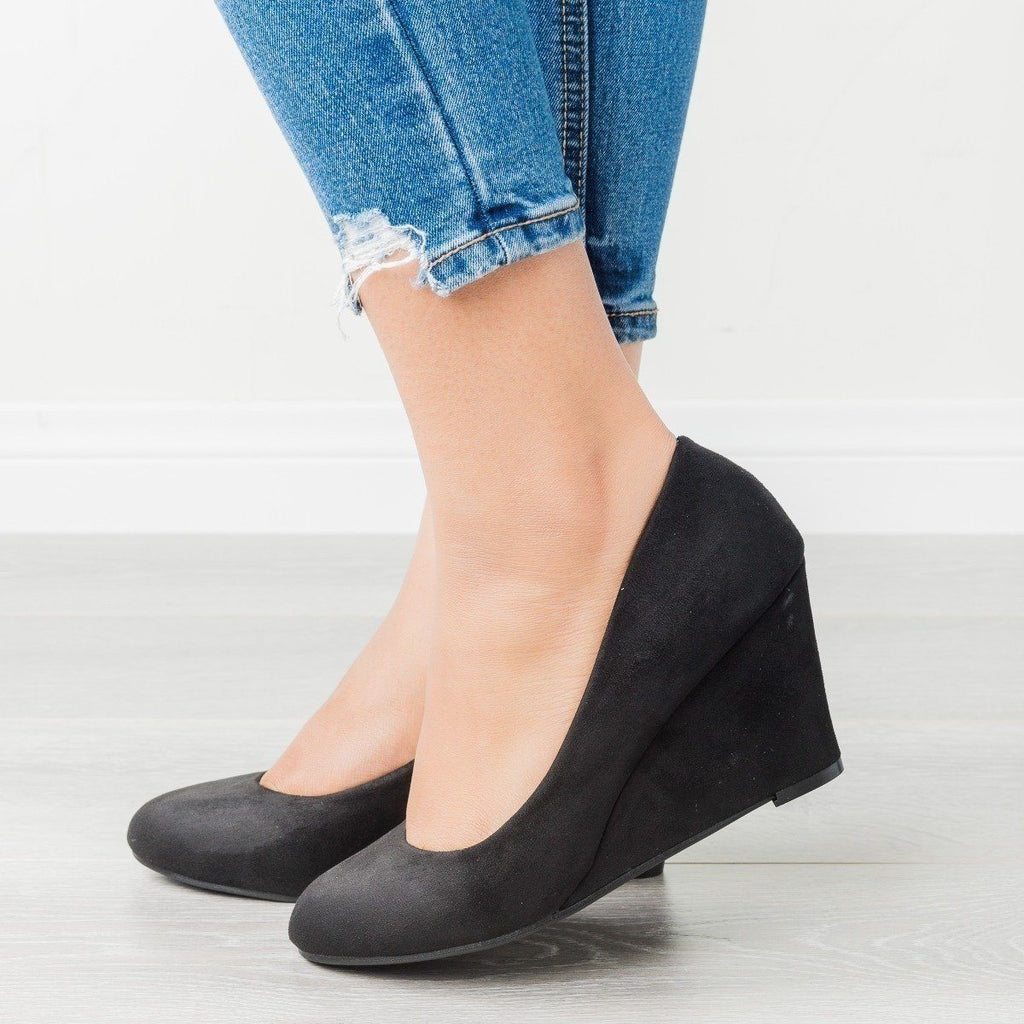 Womens Classic Closed-Toe Wedges - Bella Marie - Black / 5.5