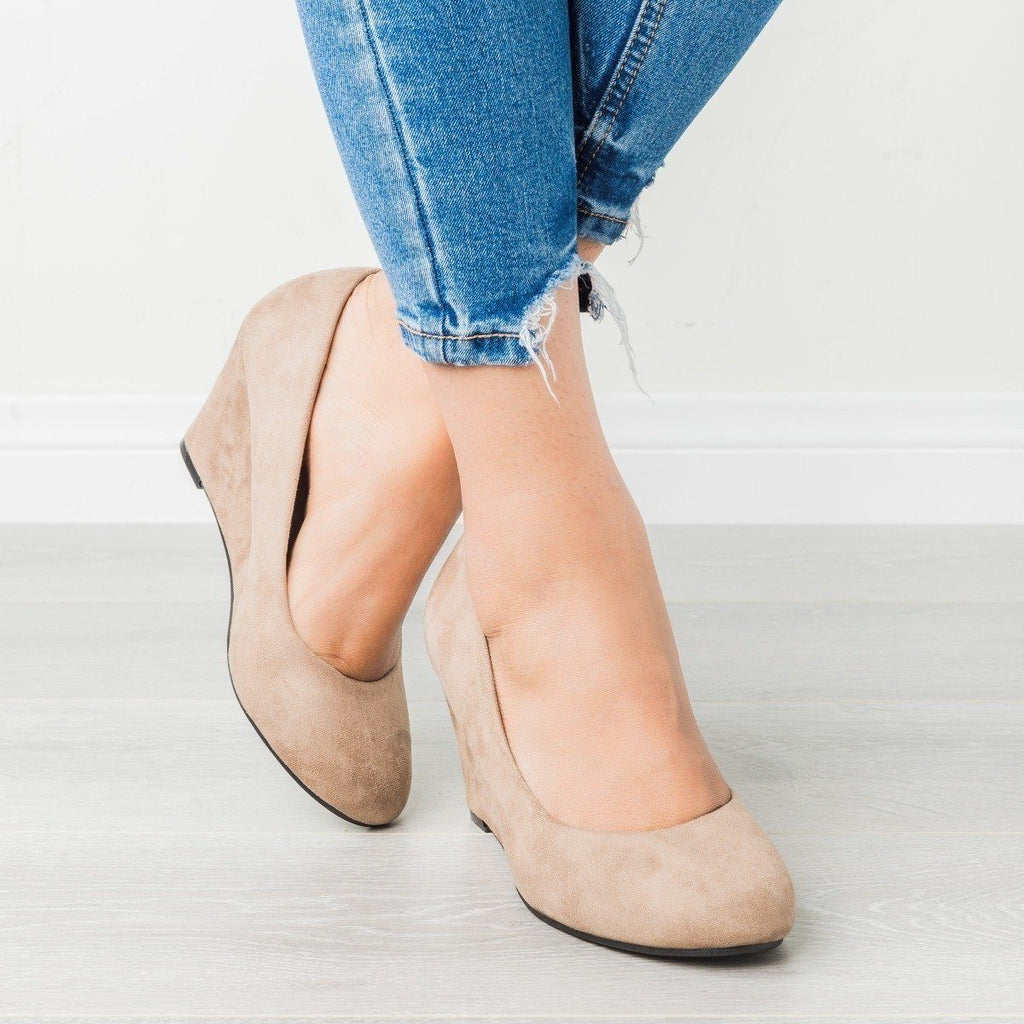 Womens Classic Closed-Toe Wedges - Bella Marie - Taupe / 5.5