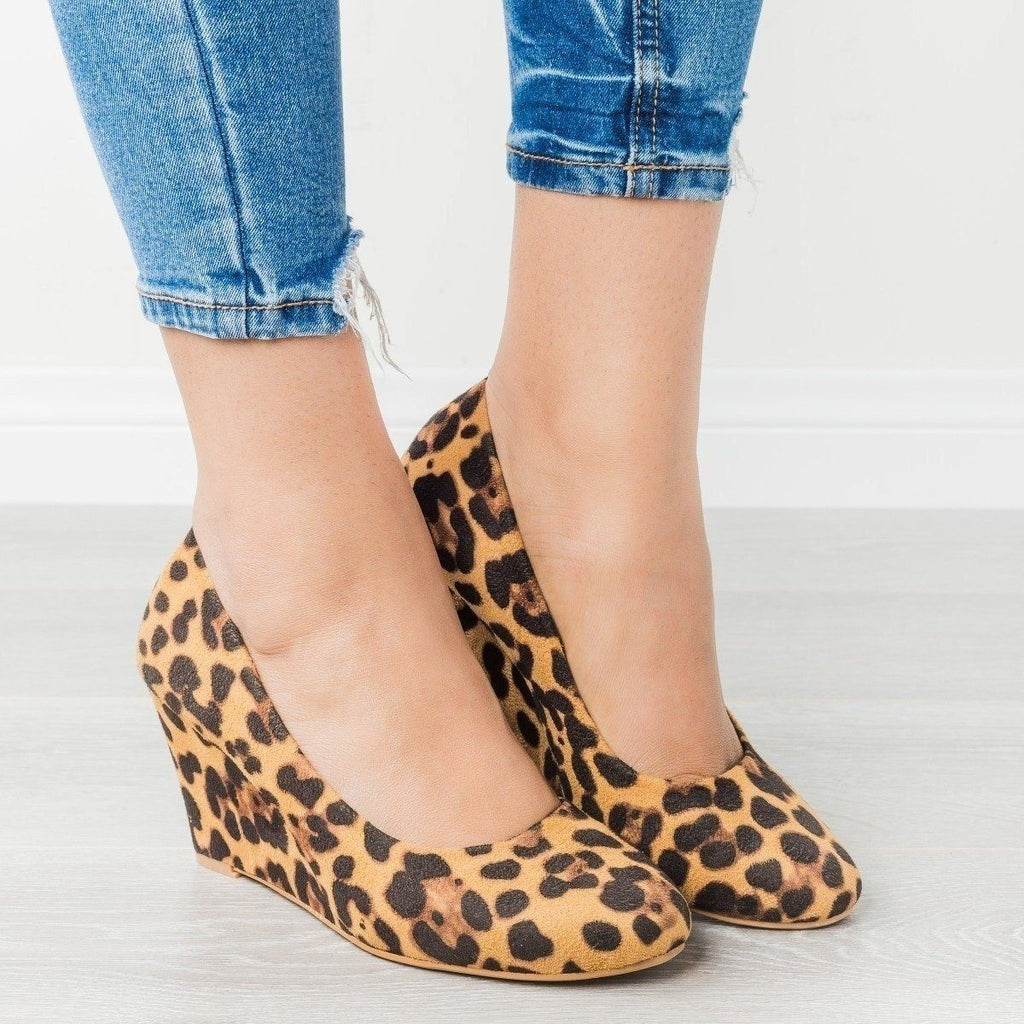 Womens Classic Closed-Toe Wedges - Bella Marie - Leopard / 6.5