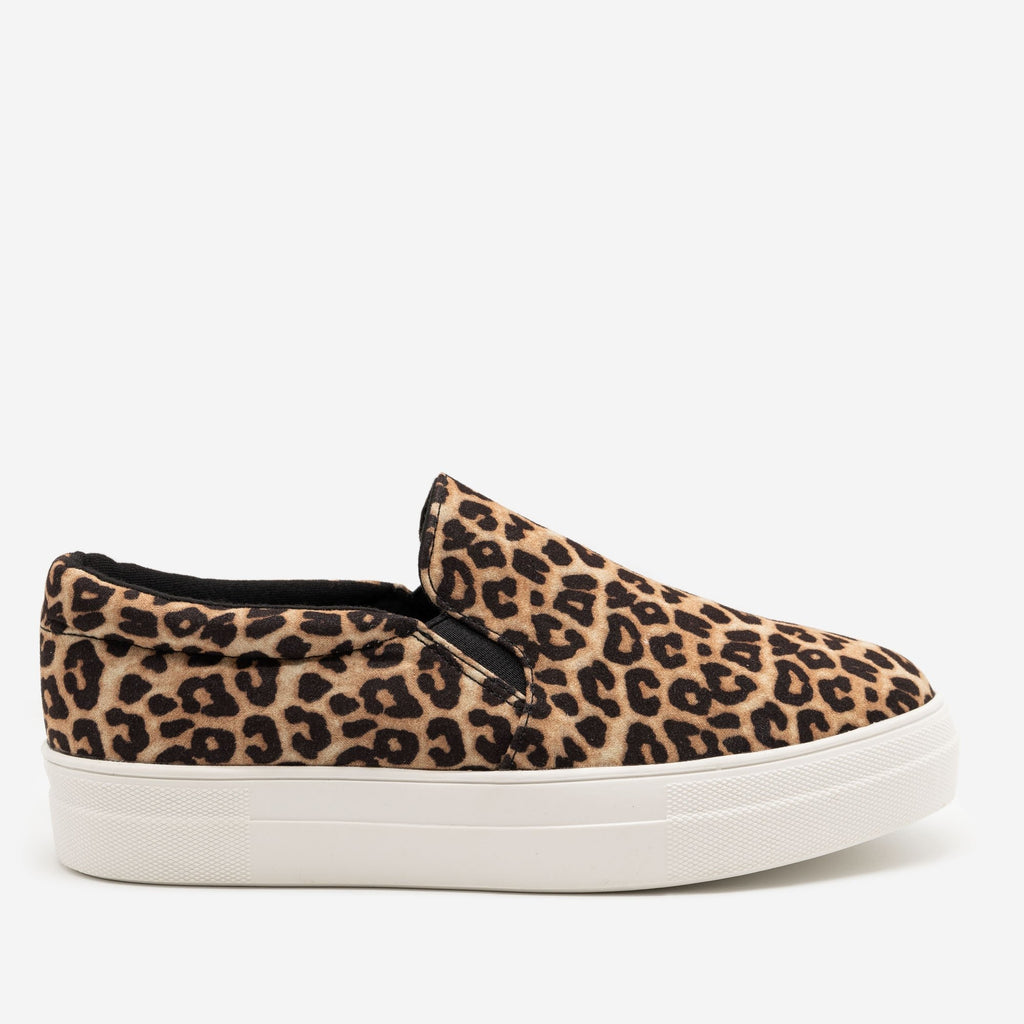 Women's Comfy Slip-on Sneakers - Soda Shoes - Oatmeal Cheetah / 5