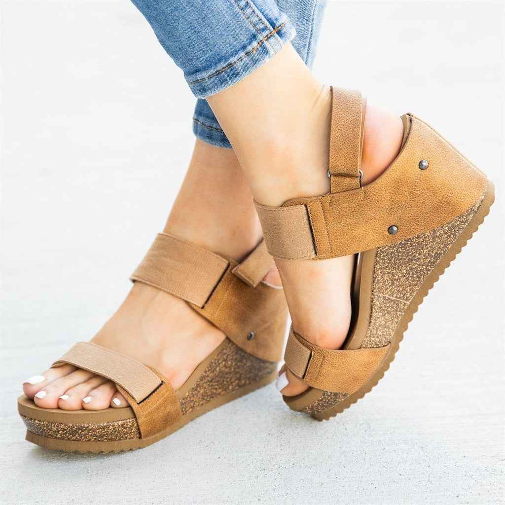 Womens Comfy Stretchy Sandal Wedges - Bamboo Shoes - Tan / 5