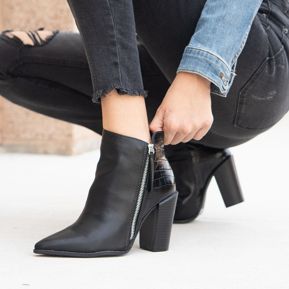 Women's Crinkled Pointed Toe Booties - Qupid Shoes - Black / 5