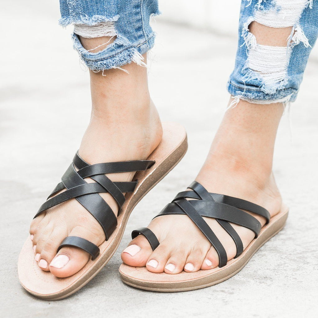 Womens Criss Cross Toe Hold Slip-On Sandals - Forever