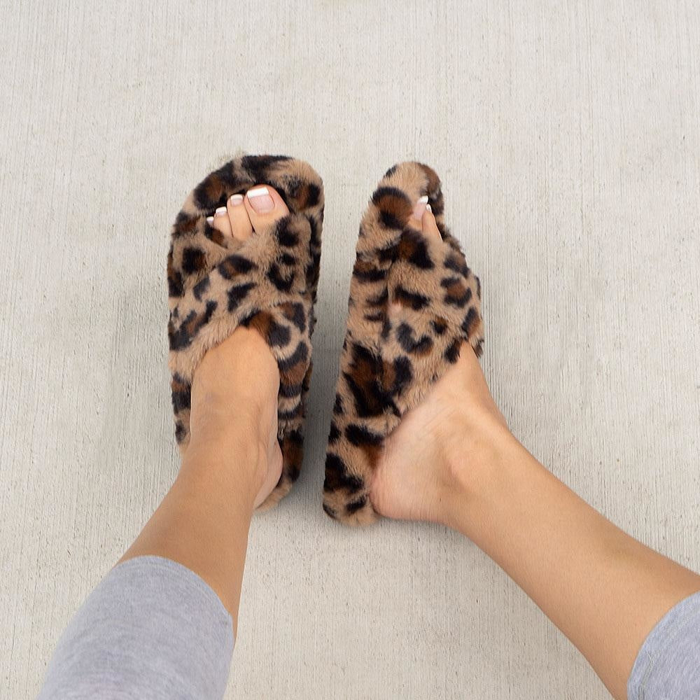 Women's Cross Fitted Fuzzy Slides - Soda Shoes - Leopard / 5