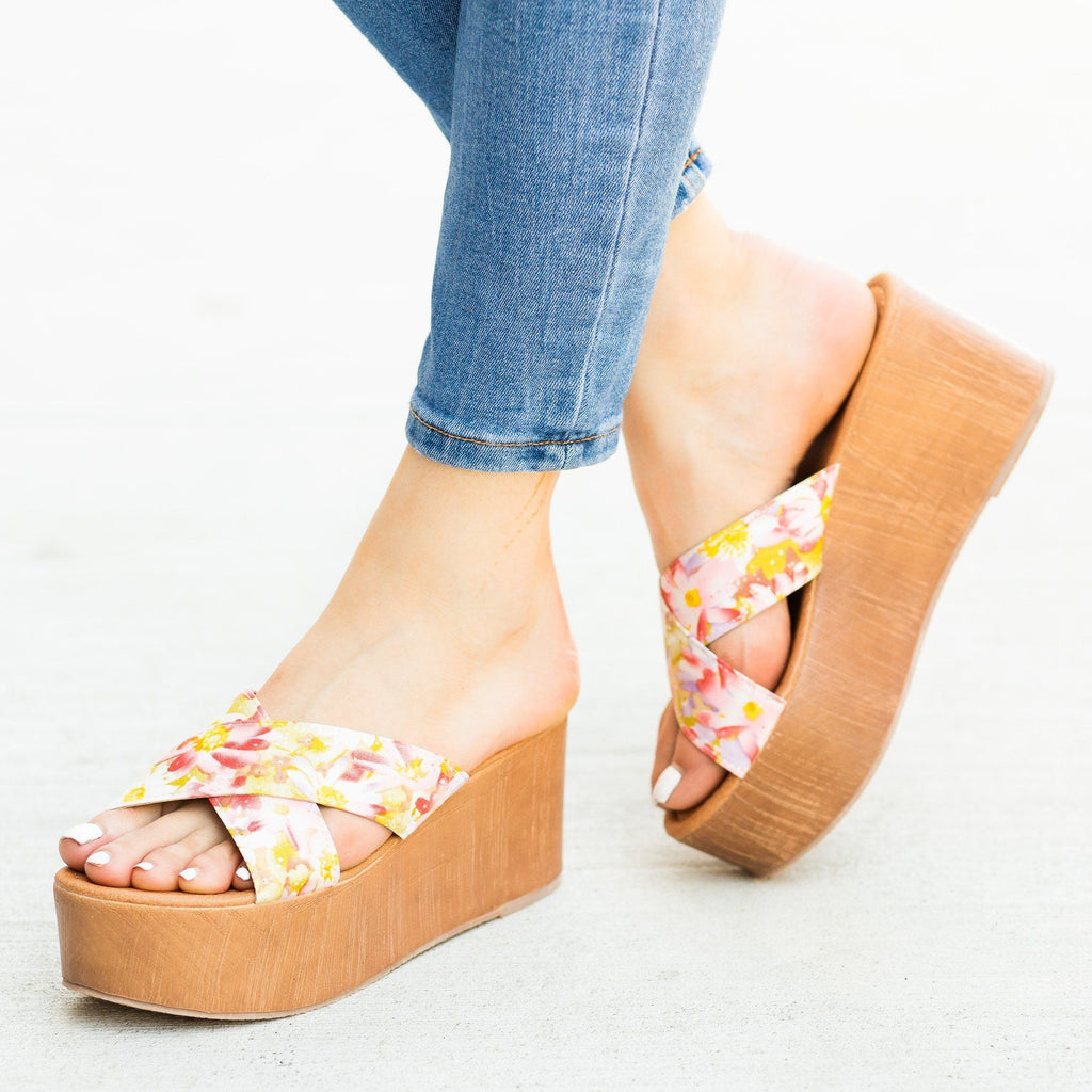Womens Floral Platform Sandal Wedges - Qupid Shoes