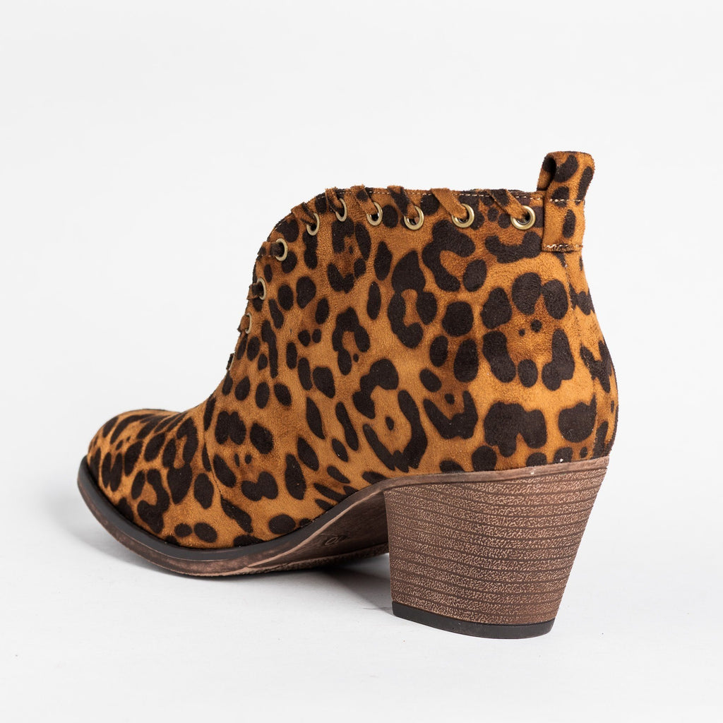 Womens Grommet Laced Fashion Booties - Mata