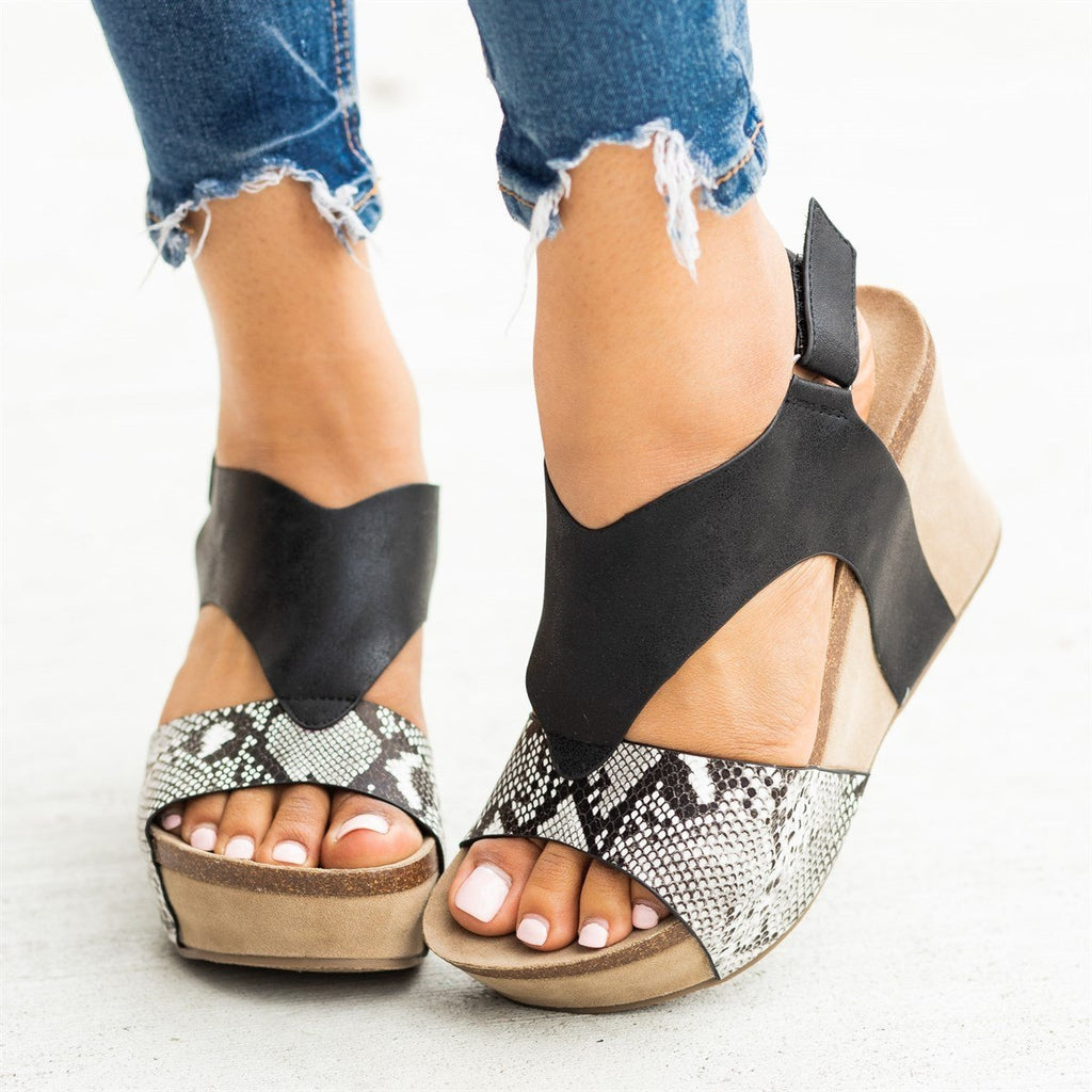 Womens V-Shaped Strap Platform Wedges - Nature Breeze - Black Snake / 5