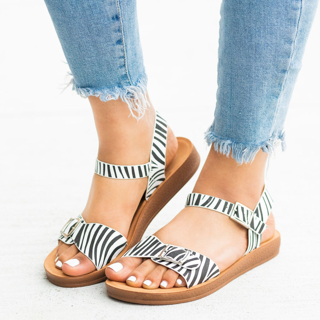 Womens Printed Buckled Fashion Sandals - Forever