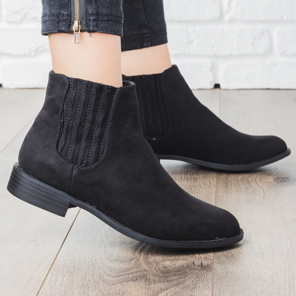 Womens Ridged Classic Ankle Bootie - Bamboo Shoes