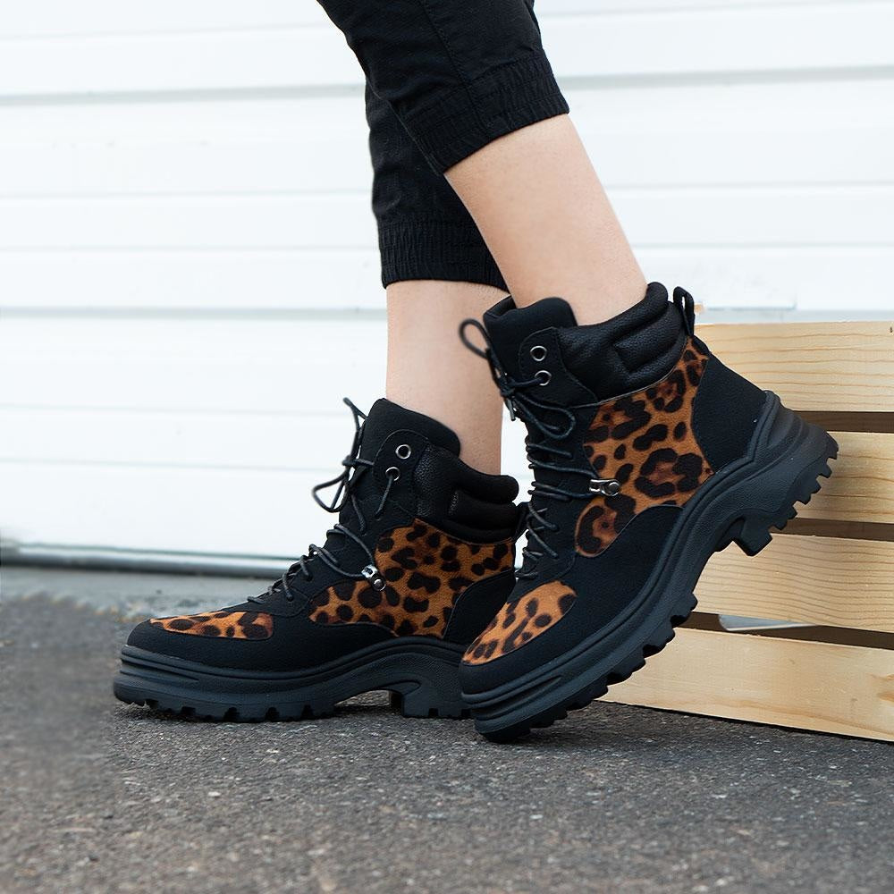 Women's Rugged Outdoor Boots - Refresh - Leopard / 5