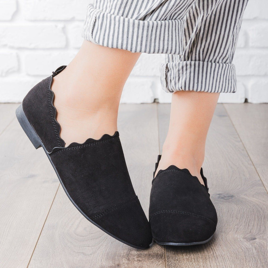 Womens Scalloped Slip-On Flats - Qupid Shoes - Black / 5