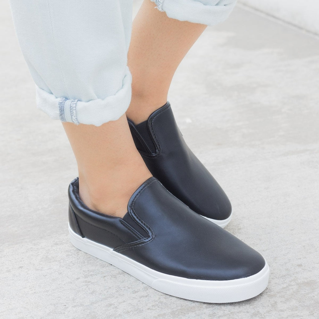 Women's Simple Slip on Sneaker - Nature Breeze - Black (Faux Leather) / 5