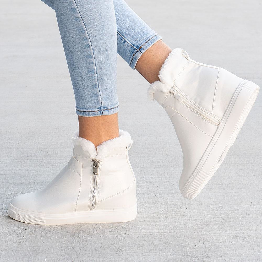 Women's Smooth Wedged Sneakers - Forever - White / 5
