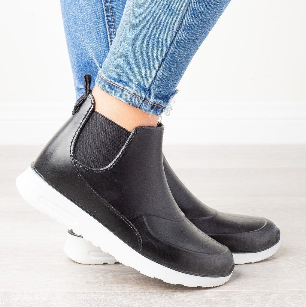 Womens Sporty Ankle Rain Boots - Yoki - Black / 5