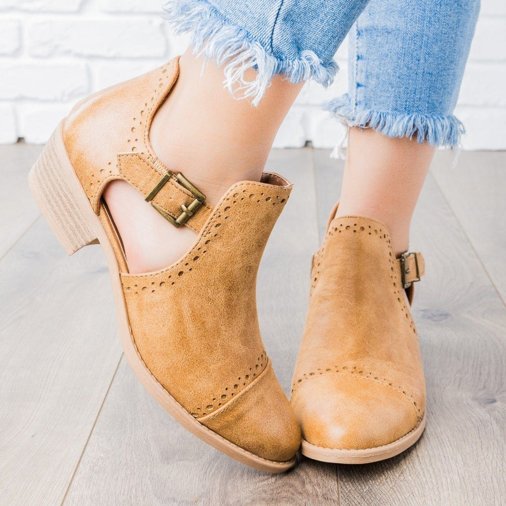 Womens Sprinkle Edged Ankle Booties - Qupid Shoes - Camel / 5