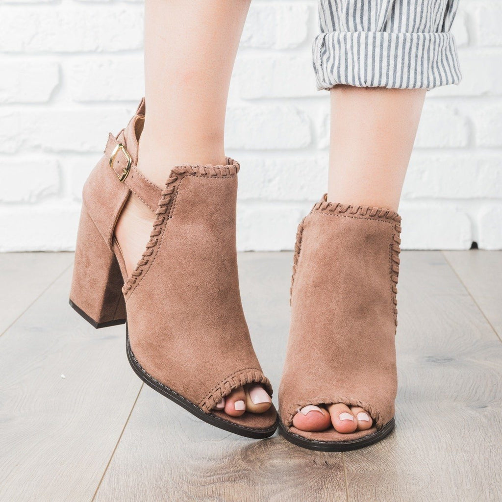 Womens Stitched Chunky Heels - Qupid Shoes