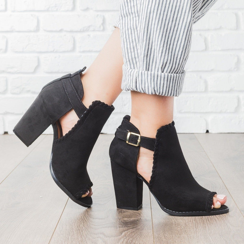 Womens Stitched Chunky Heels - Qupid Shoes - Black / 5