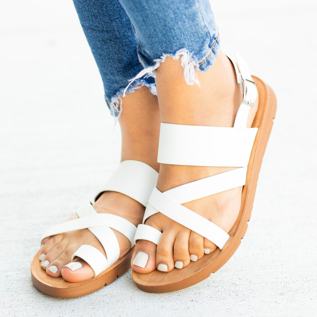 Womens Strappy Toe-Hold Sandals - Forever - White / 5