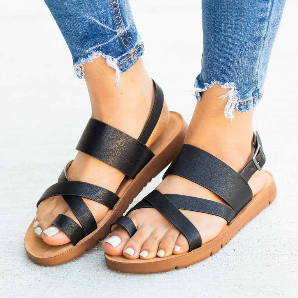 Womens Strappy Toe-Hold Sandals - Forever - Black / 5
