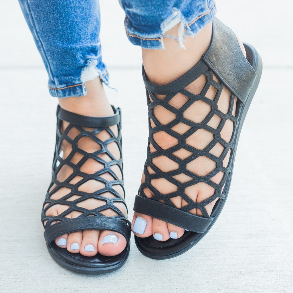 Womens Summer Honeycomb Sandals - City Classified Shoes - Black / 5