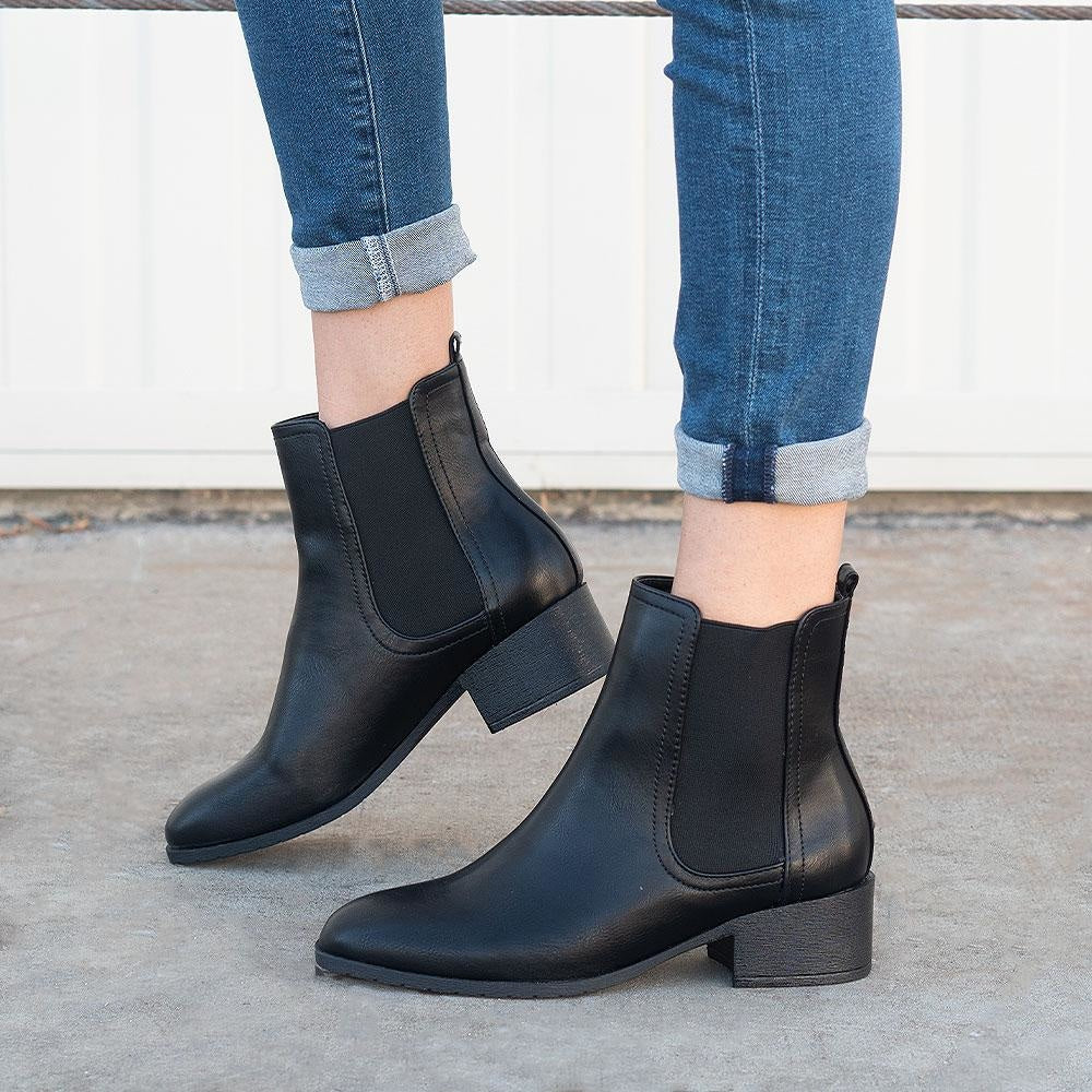 Women's Timeless Chelsea Boots - Refresh - Black / 5