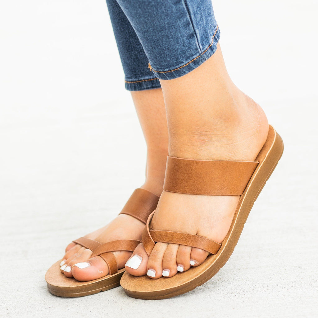 Womens Trendy Criss Cross Toe Hold Sandals - Refresh