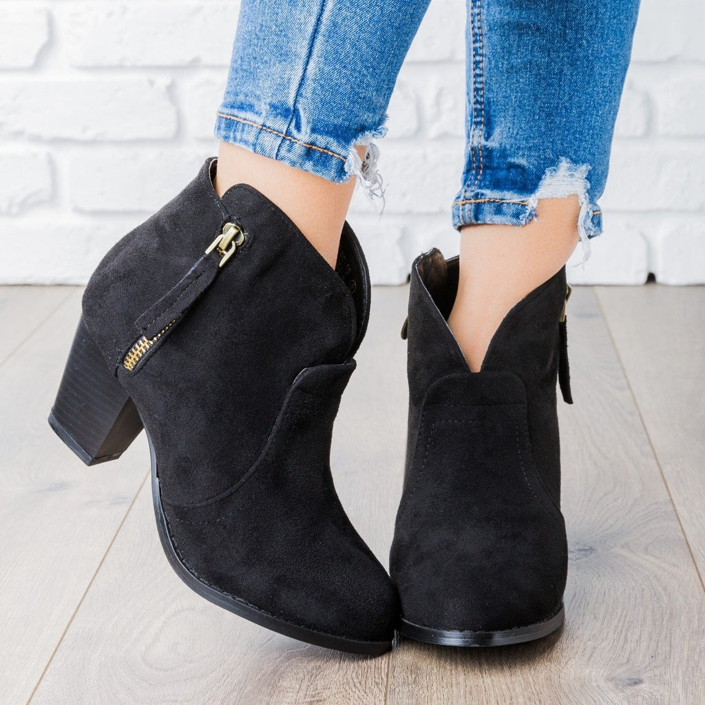 Womens V Cut Ankle Boot - Lovmark - Black / 5
