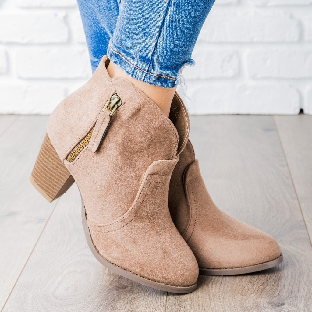 Womens V Cut Ankle Boot - Lovmark - Taupe / 5