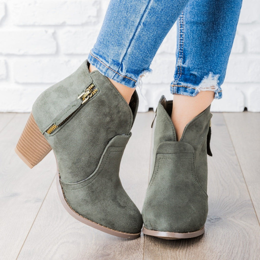 Womens V Cut Ankle Boot - Lovmark - Olive / 5