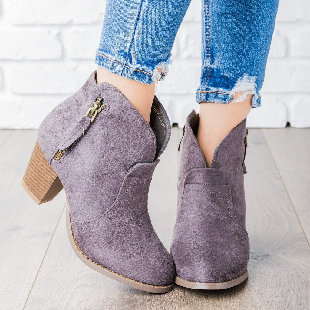 Womens V Cut Ankle Boot - Lovmark - Gray / 5