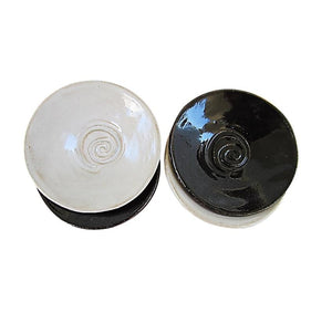 Glazed stoneware dishes with spirals in black and white