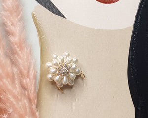 Vintage beauty pearl pin