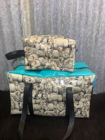 Overnight bag toiletry bag set