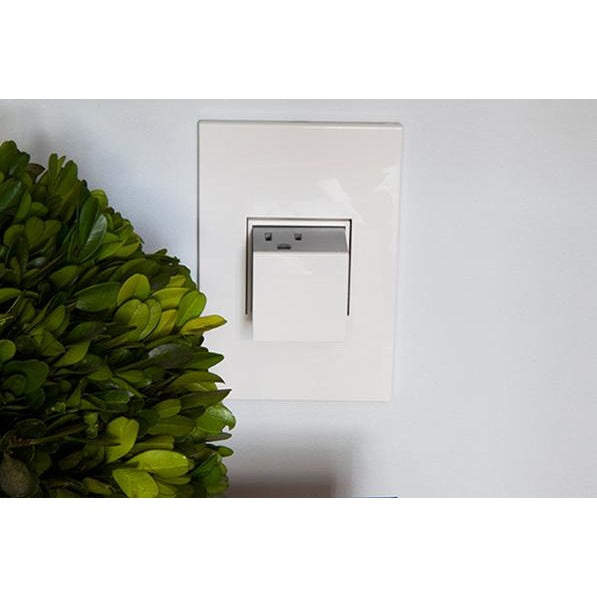 1 Gang 15A 3 Outlet Wall Pop-Out Outlet and Matching Gloss White Plate