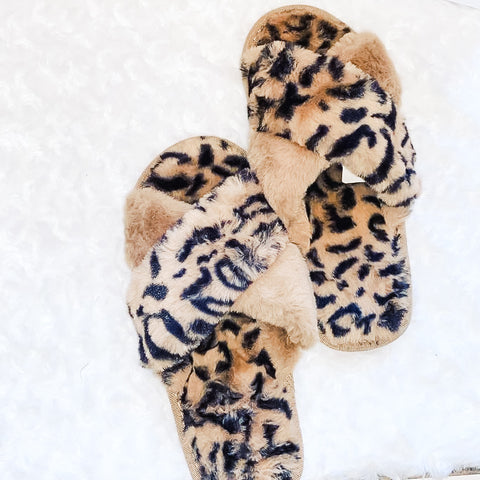 Criss cross leopard plush slippers