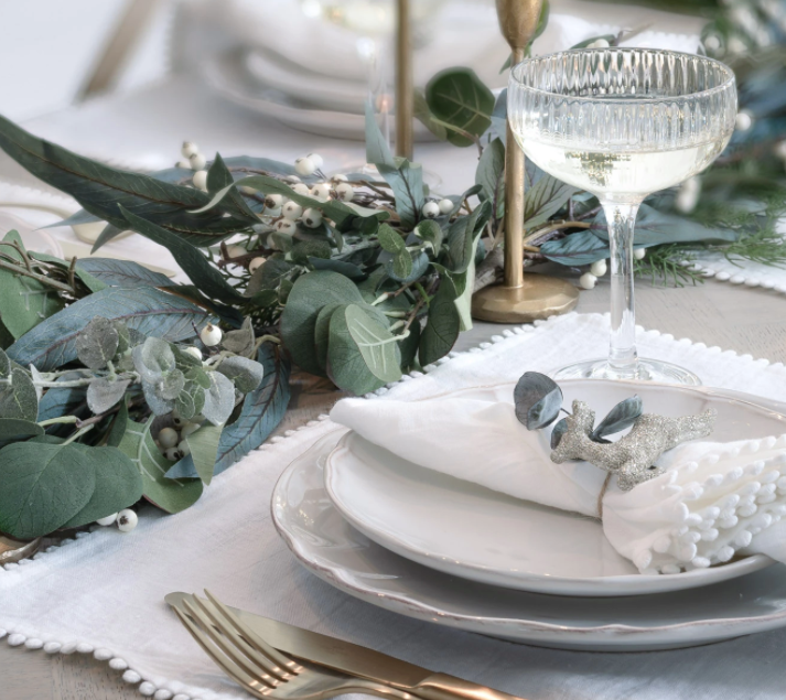 sophisticated christmas table decor