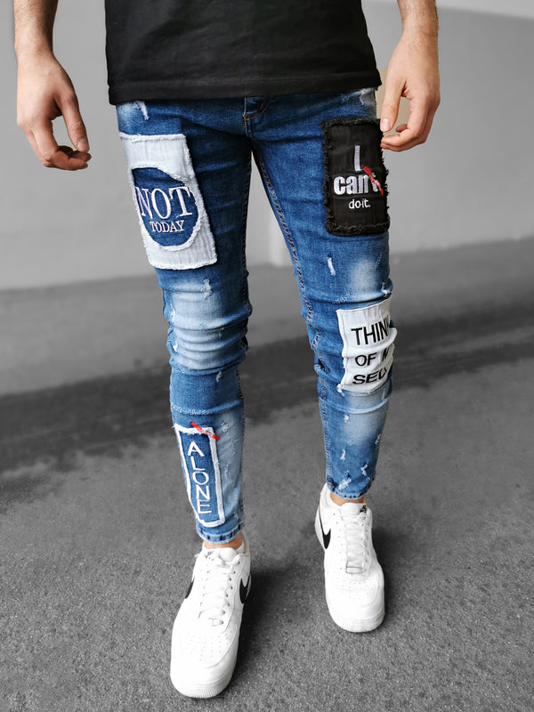 Slim-Fit-Jeans mit Aufnähern und gesticktem Schriftzug. Verwaschene Optik. 5-Pocket-Stil. Gürtelschlaufen. Verdeckte Knöpfe vorne. Xway X-Way Charj Denim Black Island 2Y Premium KA7 Blue Blau Patch Not Today I Can't Do It Alone Think Of My Self