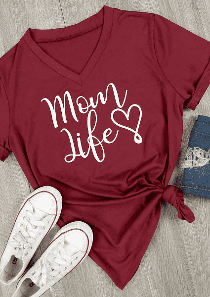 Mom Life Heart camiseta con cuello en v