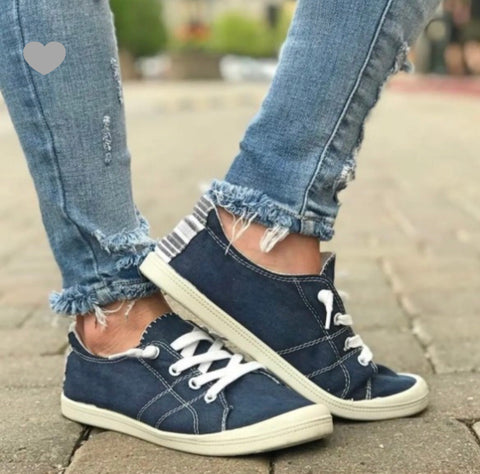 Comfortable Canvas Sneaker - Navy