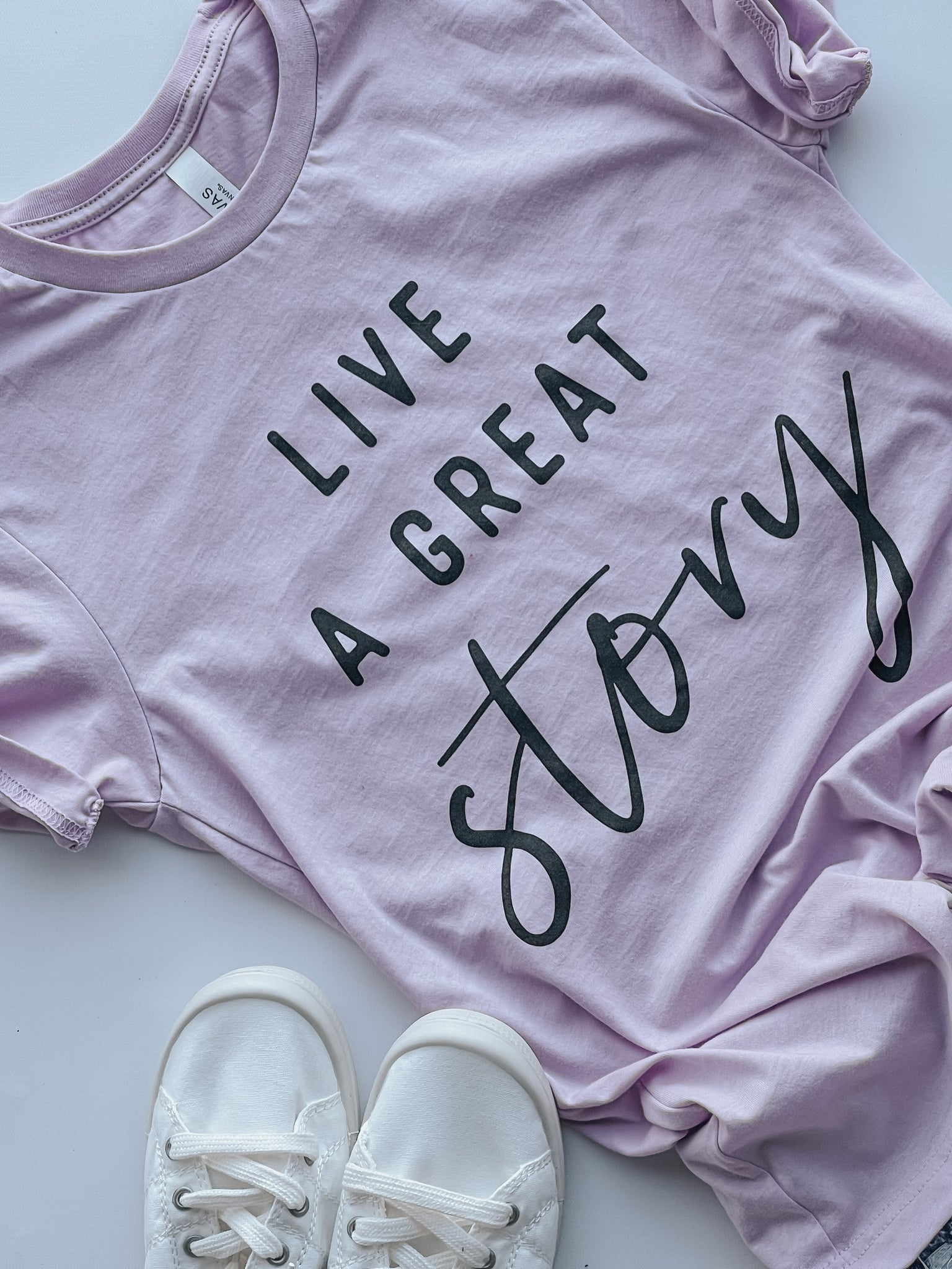 Live a Great Story- Tshirt - Lilac
