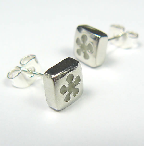 Koa, White Daisy Pewter Earrings