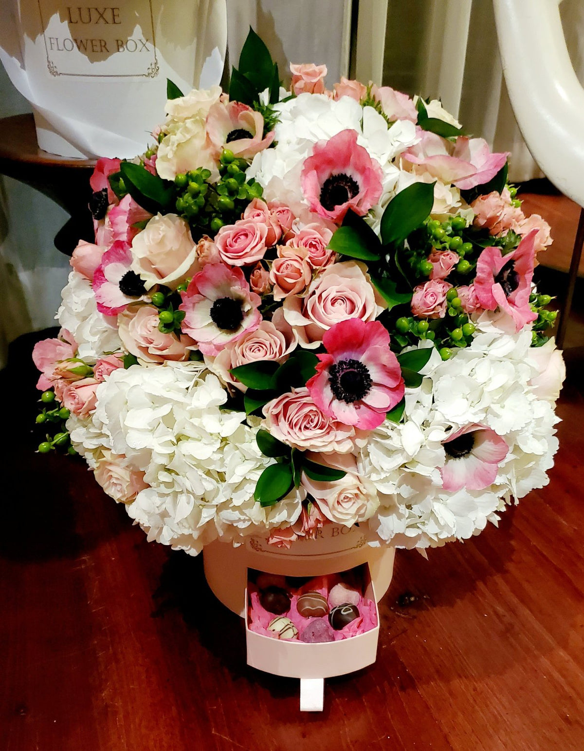 FRESH CUT MIX BOUQUET BOX WITH DRAW